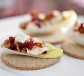 Užkandis su sūriu ir spanguolėmis