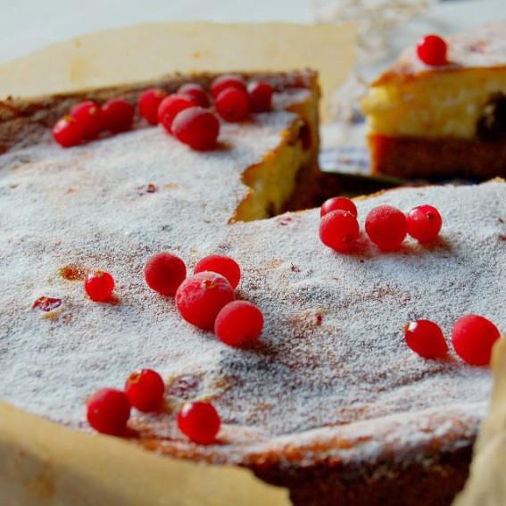 Kardamoninis sūrio pyragas su spanguolėmis