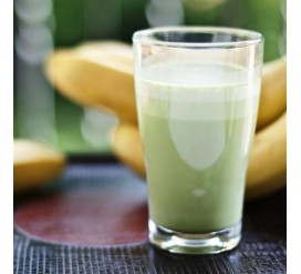 Pieniškas kokteilis su matcha ir bananais