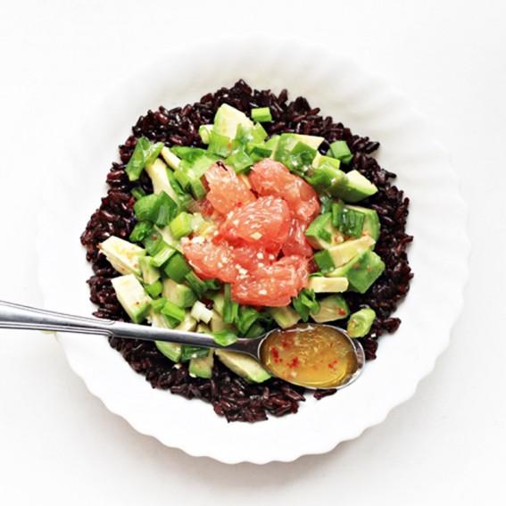 Juodųjų ryžių salotos su greipfrutais ir avokadais