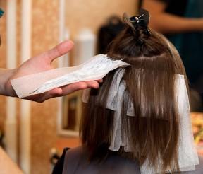 Plaukus tausoti gali ir plaukų dažai?